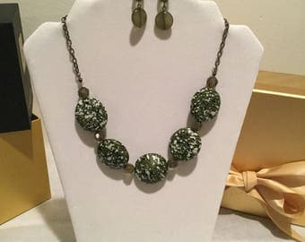 "21.5""  Green & White Necklace w/Earrings."