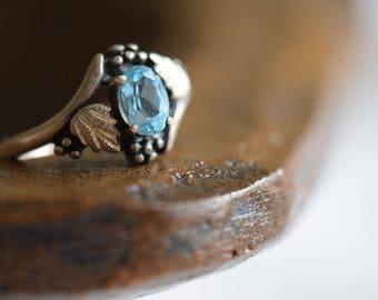 Light Blue Sterling Silver Vintage Gold Plated Leaf Ring, US Size 5.0, Used -s065-