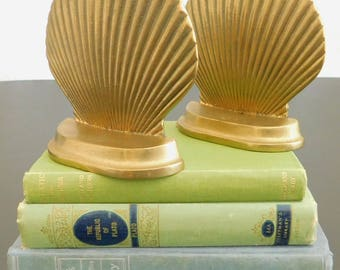 Vintage Brass Clam Shell Bookends, Mid Century Modern, Nautical Decor, Coastal Beach Decor, Scalloped Brass, Library Decor
