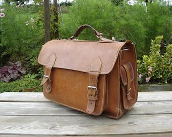 Cartable cuir. Leather satchel. Sac d'école en cuir. Leather bag. Vintage. France