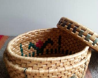 Vintage woven grass trinket basket with lid