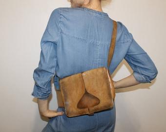 Distressed Leather Saddle Bag Vintage Satchel Bag 1970s Cross Body Brown Shoulder Bag Women Purse Boho Handbag Retro Festival Bag Satchel