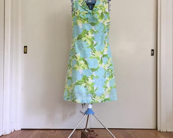 Vintage crepe blue and green daisy and rose Retro floral dress for easter and spring