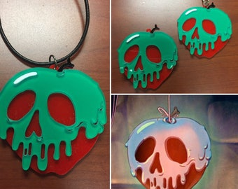 Poisoned Apple necklace, poisoned apple brooch, snow white brooch, poisoned apple keychain, poisoned apple, evil apple, snow white apple