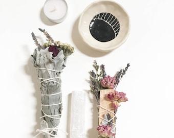 Smudge Ritual Kit - Floral Wildflower White Sage Stick & Palo Santo, Moon Smudge Bowl, mini Quartz Crystal, Selenite, white tealight candle