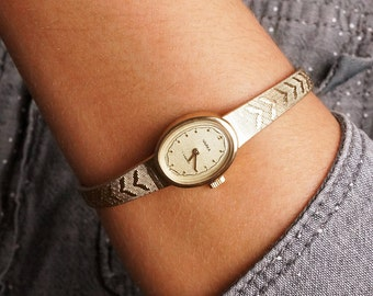 Soviet watch CHAIKA - Women's watch USSR -vintage wrist watch lady - 17 jewels - gift for her - russian mechanical watch