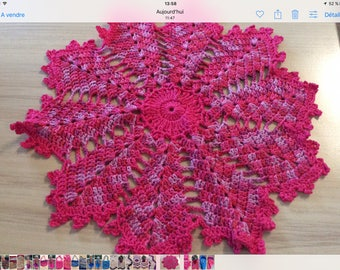 Small doily in 100% cotton hot pink
