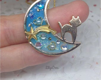 Cat on Moon Star Filante pendant