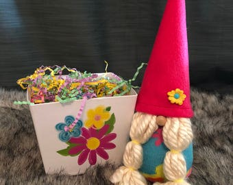 Spring Girl Gnome May Day Mother's Day Basket Scandinavian Gnome Tomte Nisse Female Gnome Flower Basket Gift