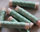fil de soie gutermann années 50, fil à broder en soie, cordonnet de soie gutermann vert, bobine de fil à coudre gutermann