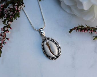 Cowrie shell and silver pendant | Cowrie seashell, Boho pendant, gypsy pendant, bohemian pendant, boho jewellery| Yarah Store