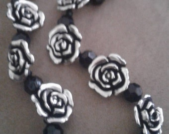 Silver rose beads/round black beads beaded necklace