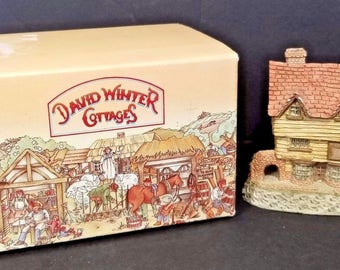 David Winter Cottages Wine Merchant Main Collection with Box 1980 John Hine
