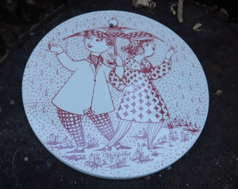 plaque décorative en céramique à suspendre,April Konflikt /Nymolle Denmark /Bjorn Wiinblad, decorative ceramic plate, ハンギングする装飾的なセラミックプレート