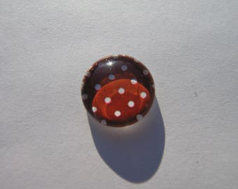 Cabochon 14 mm with an image with Burgundy dots