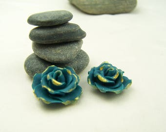 Flowers: 2 turquoise cold porcelain Roses