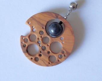 Olive wood, dumortierite - modern co-creation Benjen unisex M/F pendant