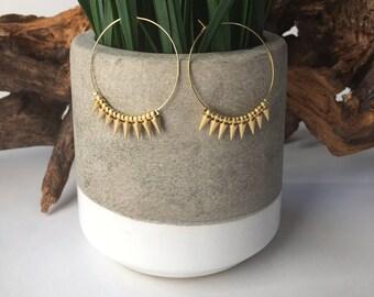 Gold spike earrings // hoop earrings // spike jewelry // modern jewelry // minimalist earrings // hoops // delicate earrings