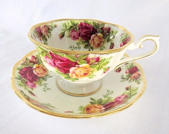 Vintage Royal Albert, Old Country Roses, Bone China England, big porcelain cup and saucer