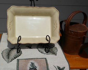 """Arenito Portugal serving dish Oven-to-Table, Freezer, Oven, Microwave and Dishwasher safe - pale yellow beige 10"""" x 7"""" x 2.5"""" rectangular"""