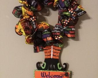Very cute, SMALL Halloween wreath