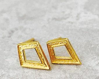 1 Pair Vermeil Gold Textured Diamond-shaped Earrings | simple stud earrings, gold earrings, Minimalist Earrings, geometric earring stud