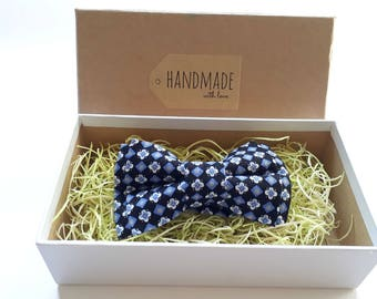 Handmade Flowers Squares Bow Tie, Pocket Square / Boy's Bow Ties / Men's Bow Tie / Suited Pocket Square Boy's / Groomsmen Pack
