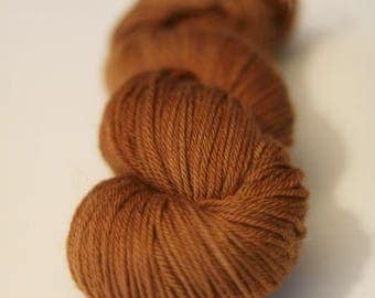 Lichen dyed 100 % superwash Polwarth wool, DK weight