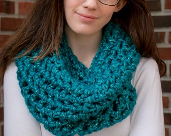 "Limited Cowl: ""Empress Teal"""