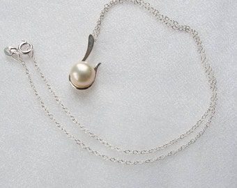 Freshwater cultured pearl and Sterling silver pendant