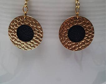 Dangling golden earrings - round black leather