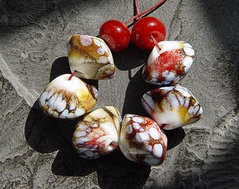 artisan lampwork, handmade  -   WHITE with RED - a little wild but elegant - by Calisto