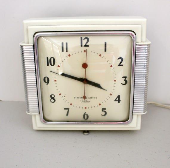 Art Deco GE Telecron Clock, Vintage Kitchen Wall Clock, General Electric Cream and Chrome