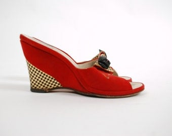 Vintage 1950s Wedges  - Lipstick Red Leather Wedges with White Contrast Size Size 5 5.5 m