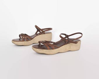 Vintage 70s FAMOLARE Sandals / 1970s Brown Leather Boho Wedge Platforms 9