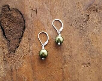SMALL GREEN EARRINGS, Dainty Earrings, Tiny Dangle Earrings, Leverback Earrings, Minimalist Jewelry, Lightweight Earrings, Nickel Free