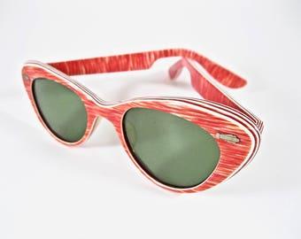 Bombshell red striped vintage cat eye sunglasses. 1950s layered plastic frames. Tinted non-prescription lenses.