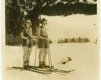 "Vintage Photo ""Skiing Down Super Cool Mountain"" Snapshot Found Teenage Teen Girl Wearing Sunglasses Ski Sports Photograph Vernacular - 41"