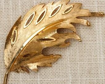 Gold Feather Brooch Vintage Etched Leaf Broach Vtg Pin 7P