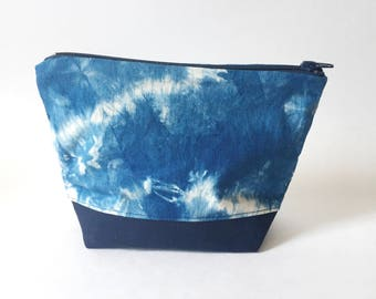 BAG A - Indigo Dyed Makeup Bag, Shibori Print, Hand-dyed Fabric, Natural Dye Cosmetic Pouch, Deep Blue Pattern, Canvas Base, Feminine Bag