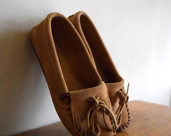 Light Brown Vintage Minnetonka Leather Moccasin Shoes - Womens Size 9 / Native American / Natural / Boho / Tribal