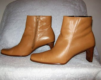 Vintage Ladies Tan Leather Side Zip Ankle Boots by White Mt Size 10 Only 14 USD
