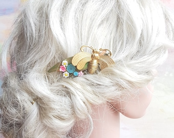 Haircomb with vintage beauties and insect. Rustic boho floral hairpiece. Romantic bridesmaid flowergirl partywear