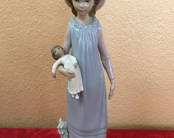 """LLADRO """"Belinda with her doll"""" #5045"""