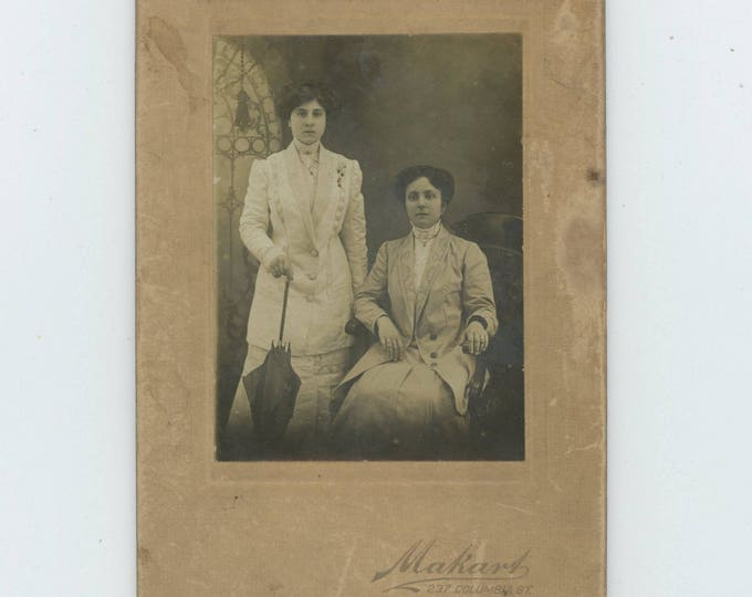 Antique Cabinet Card Photo: Two Young Ladies by Makart Studio, Brooklyn, NY c1900 (81635 O/S]