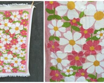60's Daisy Bath Size Towel Mid Century Mod Daisy Flower Towel