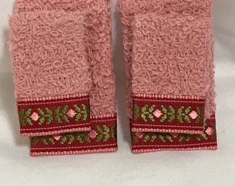 """Dollhouse Miniature 1"""" Scale Pink Towels"""