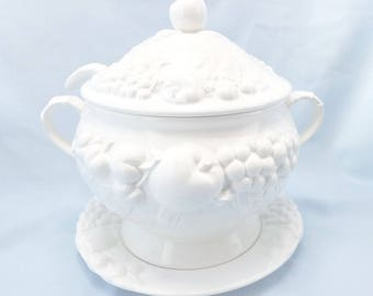 Signature Covered Tureen with Lid, Ladle & Under plate  (Made In Japan)