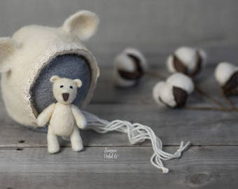 The Ecry Bear bonnet finished with cotton lace and Tiny Teddy Bear Set