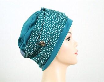 Bonnet jersey turquoise. Foulard vert imprimé blanc.  Pièce unique